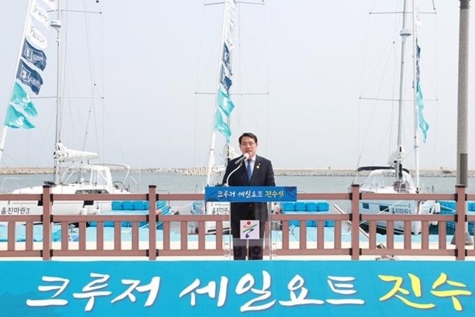 울진군 크루저세일요트 진수식…해양관광시대 선도